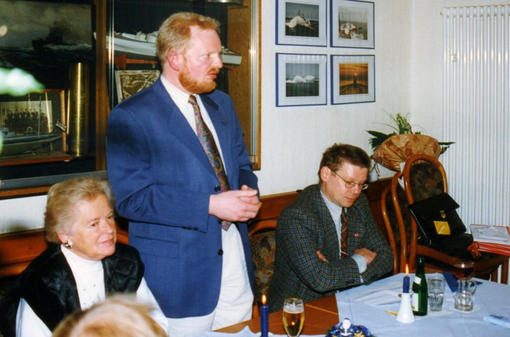 Jahresabschluss 1997 bei Bröcker: (v.l.) Christiane Eckardt, Hermann Geusendam-Wode (Vorsitzender), Franz-Josef Thiry (Foto: Klare)