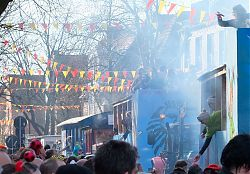 Karnevalsumzug 2019: Hiltrups Marktallee ist gestopft voll (23.2.2019; Foto: Klare)