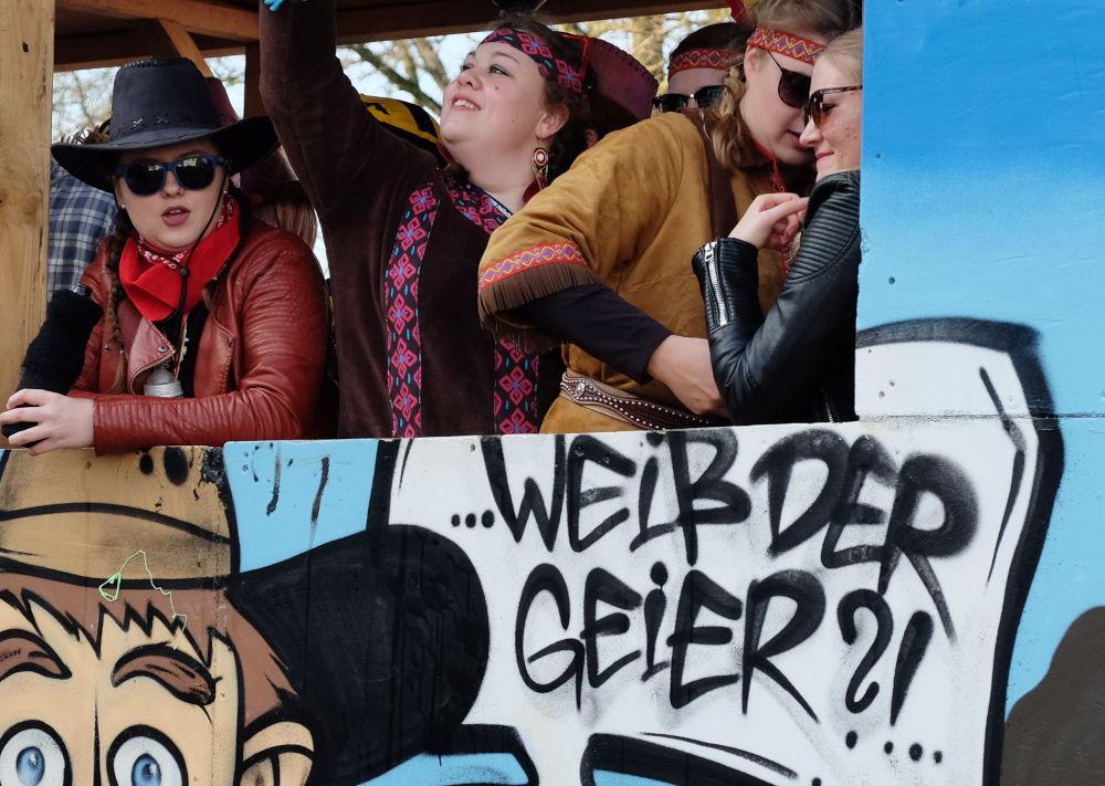 Karnevalsumzug 2019: Weiß der Geier (23.2.2019; Foto: Klare)