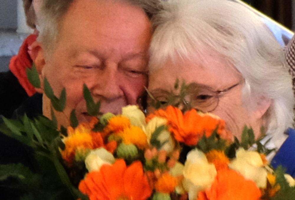 Ein Blumenstrauß für die Ausstellungsmacherin: Hans und Rita Muschinski (17.3.2019; Foto: Klare)
