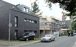 Am Klosterwald entsteht das nächste graue Haus (15.6.2019; Foto: Klare)
