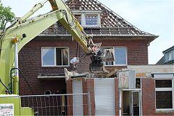 Das Haus Am Klosterwald 9 wird abgebrochen (22.7.2019; Foto: Klare)
