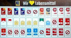 "Zigarettenautomat an der Supermarktkasse: ""Lebensmittel"" Zigaretten (EDEKA-Händler Wiewel in Hiltrup, 5.10.2019; Foto: Klare)"