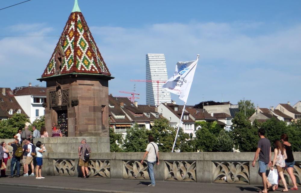 Brückenhäuschen auf der Mittleren Brücke (Basel, 6.7.2019; Foto: Meyerbröker)