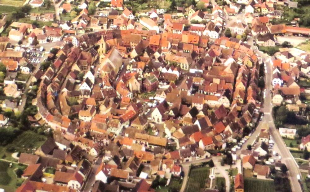 Ansicht von Eguisheim (9.7.2019; Foto: Meyerbröker)