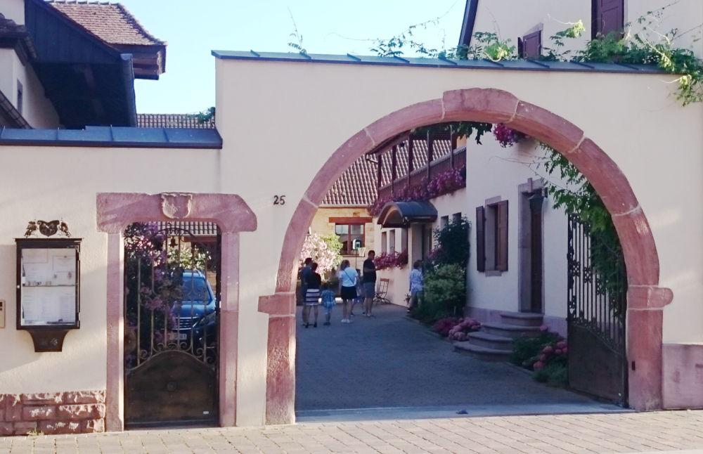 25, Grand-Rue, Eguisheim (Domaine Gruss, 9.7.2019; Foto: Klare)