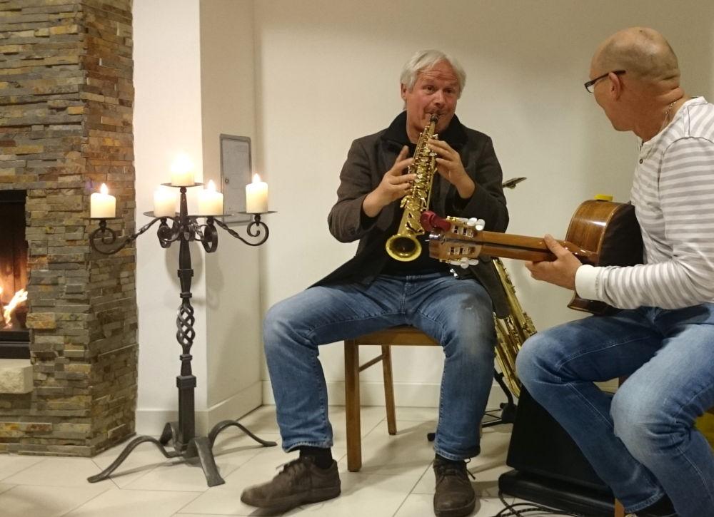 Jochen Schwenken und Martin Adolf am Kamin (MSC-Welthaus, 8.11.2019; Foto: Klare)