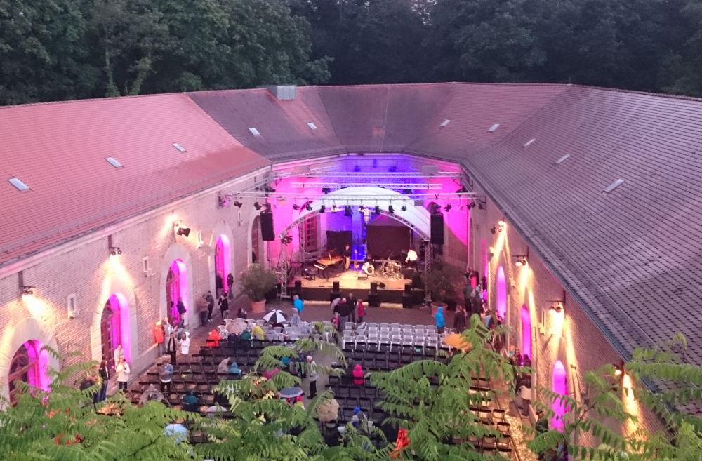 """Jazz im """"Hufeisen"""" der """"Fronte Beckers"""" (Germersheim, 13.7.2019; Foto: Klare)"""