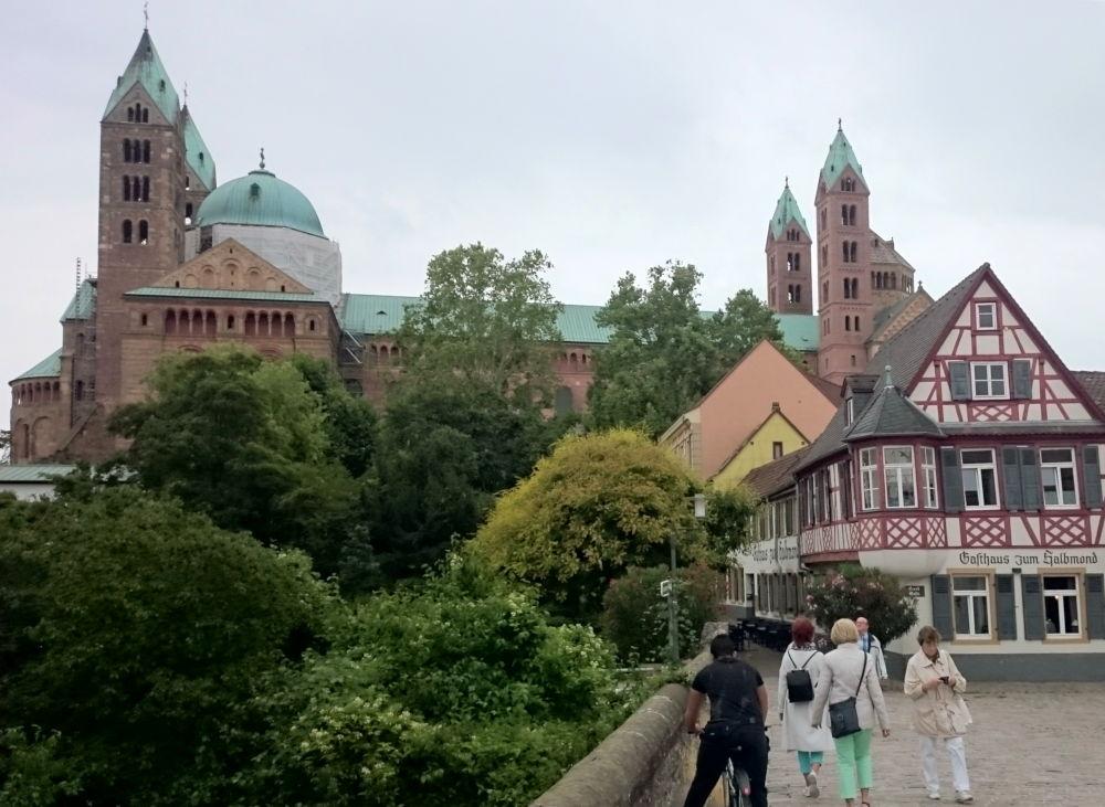 Dom und Gasthaus zum Halbmond (Speyer, 14.7.2019; Foto: Klare)