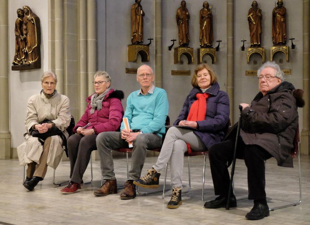 VorleserInnen bei der Sprechprobe in St. Clemens (28.2.2020; Foto: Klare)
