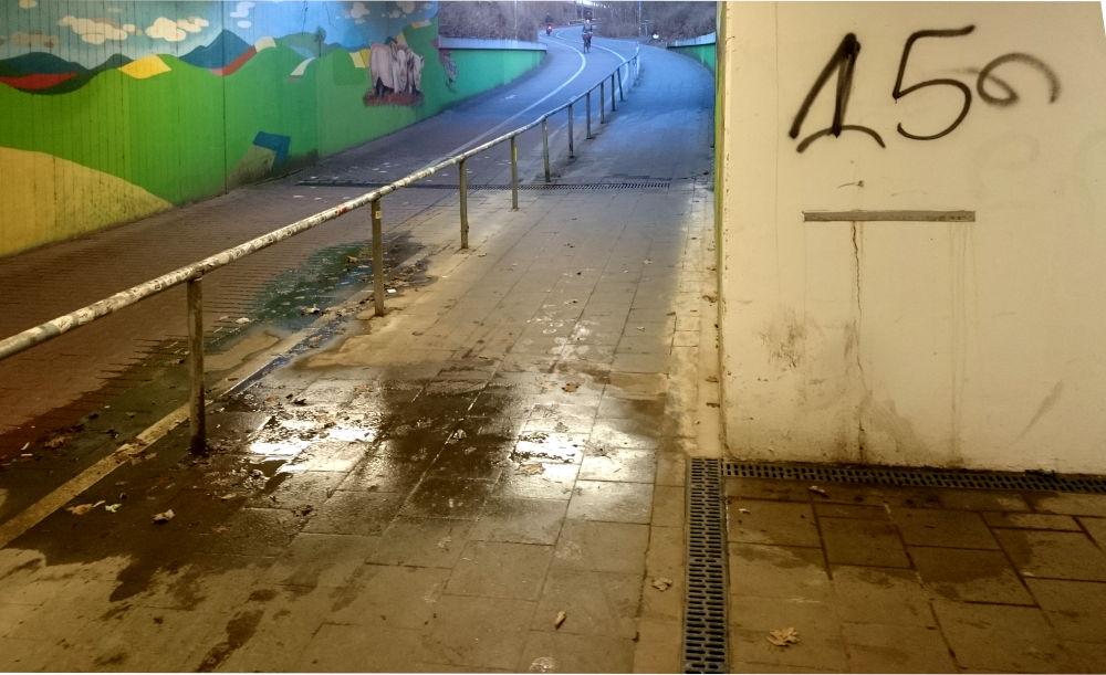 Dauerzustand seit Anfang 2019: Überschwemmung im Hiltruper Bahnhofstunnel (18.2.2020; Foto: Klare)