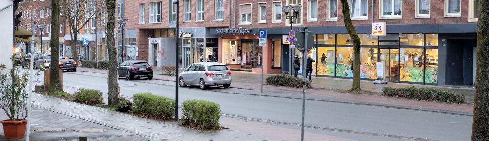 Eisdiele bis dm: Die Straße ist leer (20.3.2020; Foto: Klare)