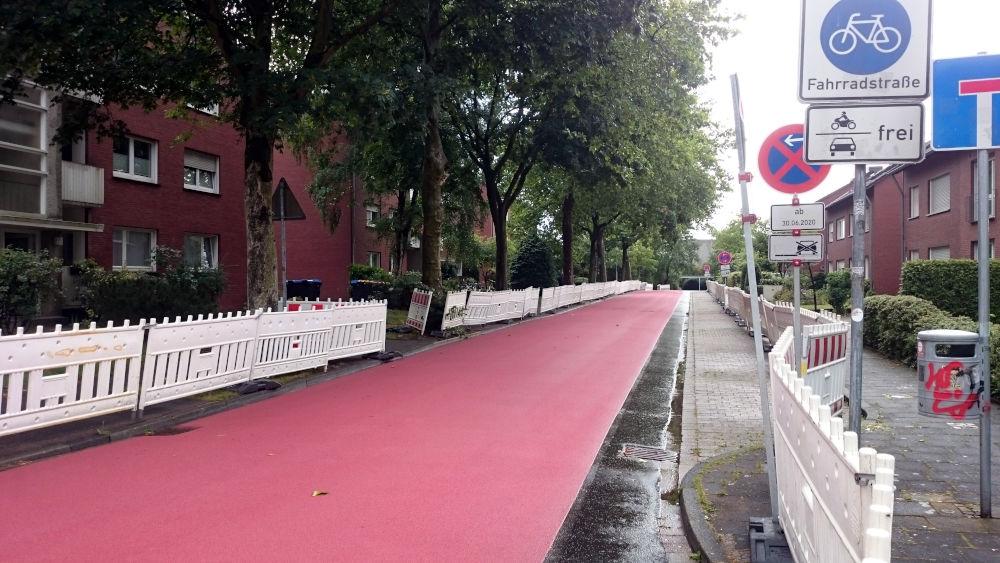 Der erste Abschnitt der Max-Winkelmann-Straße in Rot (1.7.202; Foto: Klare)