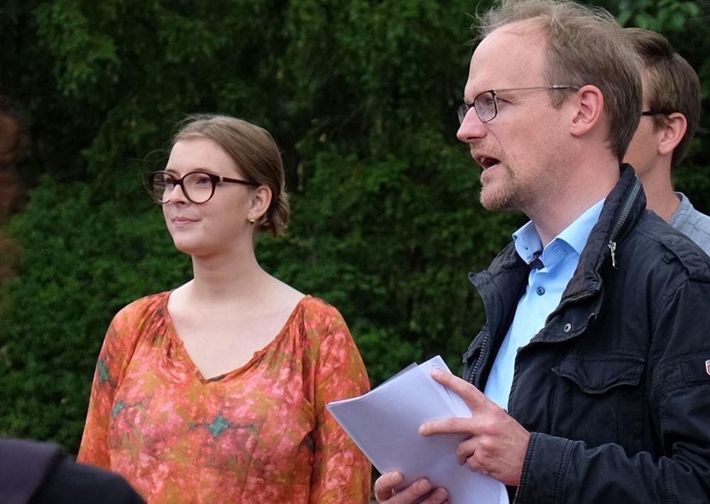 Lia Kirsch und Dr. Michael Jung im Gespräch (2.7.2020; Foto: Klare)