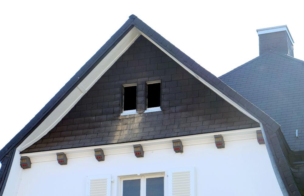 Die Baustelle ruht: Ein altes Haus birgt Überraschungen (6.8.2020; Foto: Klare)
