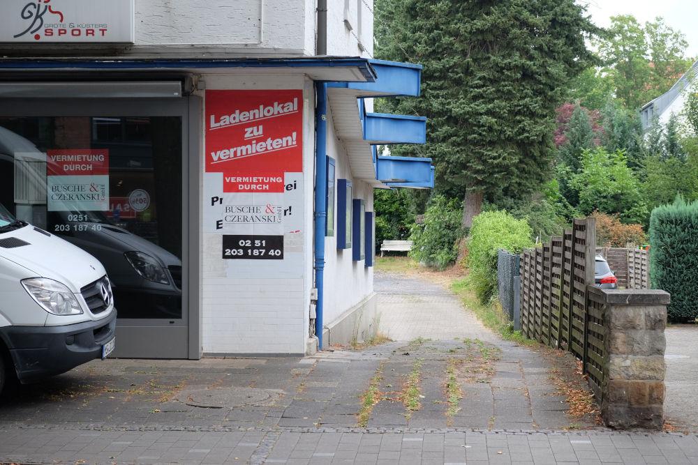 Marktallee 57: Flaniermeile oder Brache? (11.8.2020; Foto: Klare)