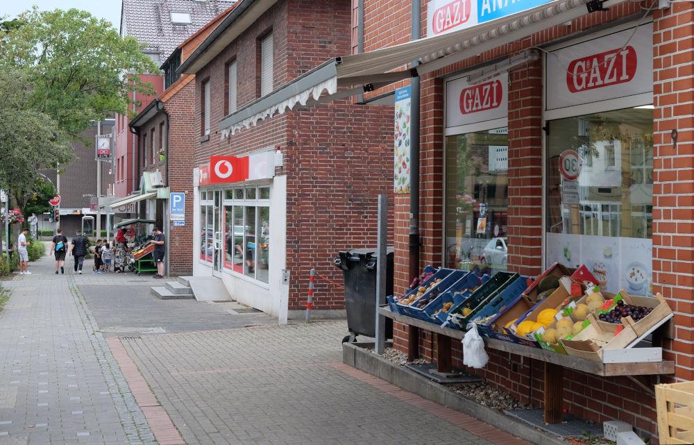 Marktallee 1 bis 9: Der lebendige Marktplatz (11.8.2020; Foto: Klare)