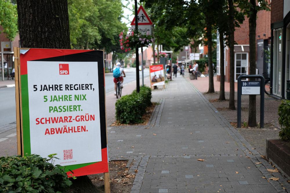 """""""5 Jahre nix passiert""""? (Plakat auf der Marktallee, 11.8.2020; Foto: Klare)"""