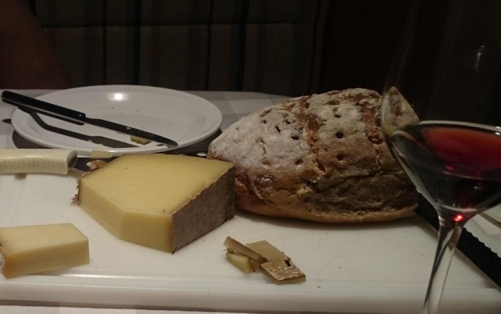 Brot, Käse und Wein (22.9.2020; Foto: Henning Klare)