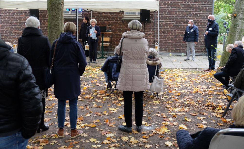 Veranstaltung mit Abstandsregeln, aber die Disziplin reicht nicht (18.10.2020; Foto: Henning Klare)