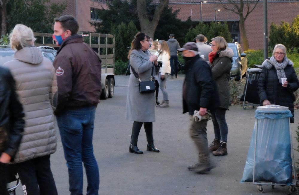 Glühwein zum Stehen (13.12.2020; Foto: Henning Klare)