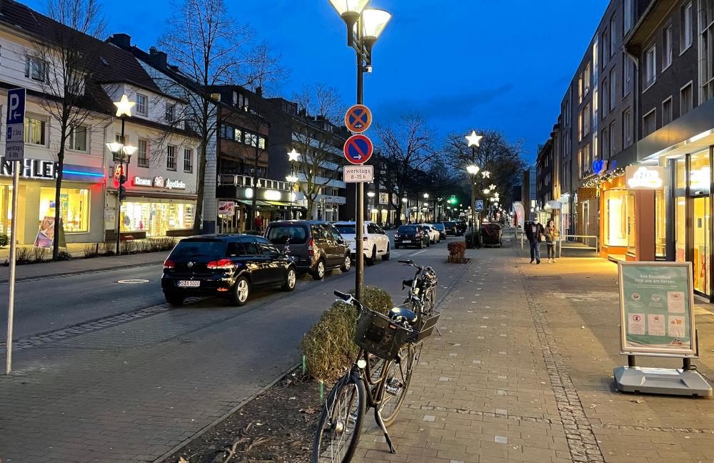 Leere vor dem Drogeriemarkt (21.1.2021; Foto: Henning Klare)