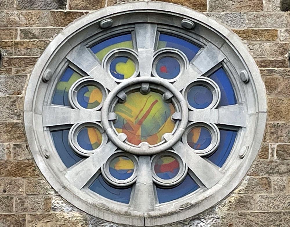 St. Clemens: Schon immer Regenbogen? (8.5.2021; Foto: Henning Klare)