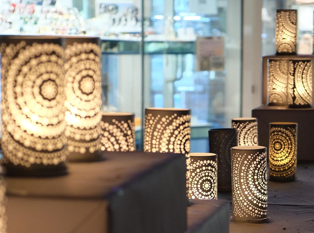 Licht-Säulen vor Raring (1.10.2021; Foto: Henning Klare)