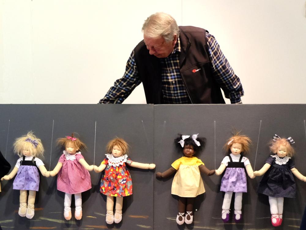 Hans Muschinski als Puppen-(Groß)Vater im Hiltruper Museum (4.10.2021; Foto: Henning Klare)