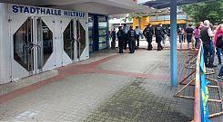 Die AfD hatte sich in der Hiltruper Stadthalle eingeigelt (8.8.2017; Foto: Klare)