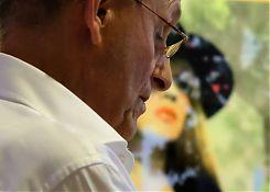 """Alte Texte, frischer als die bei Klostermann ausgestellten """"modernen"""" Fotografien (Heinz-Ludwig Leding bei der Lesung des VorLeseClub Hiltrup am 15.8.2017; Foto: Klare)"""