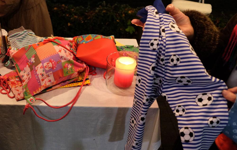 HildDe hilft Strampeln: Ein Baby-Strampler (Foto: Klare)