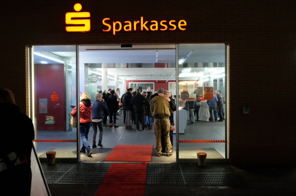 Mit Live-Musik lockte die Sparkasse (Foto: Klare)