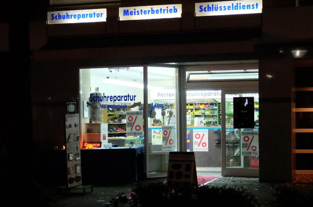 Schuhmacher mit Angebot (Foto: Klare)
