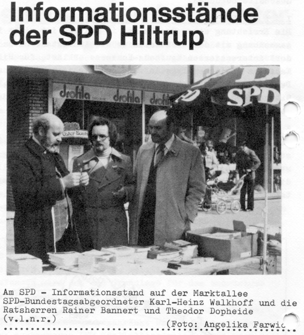 Infostand auf der Marktallee mit MdB Walkhoff und den SPD-Ratsherren Rainer Bannert und Theodor Dopheide (Juni 1976; aus: Hiltrup heute und morgen Nr. 9, Juli 1976)