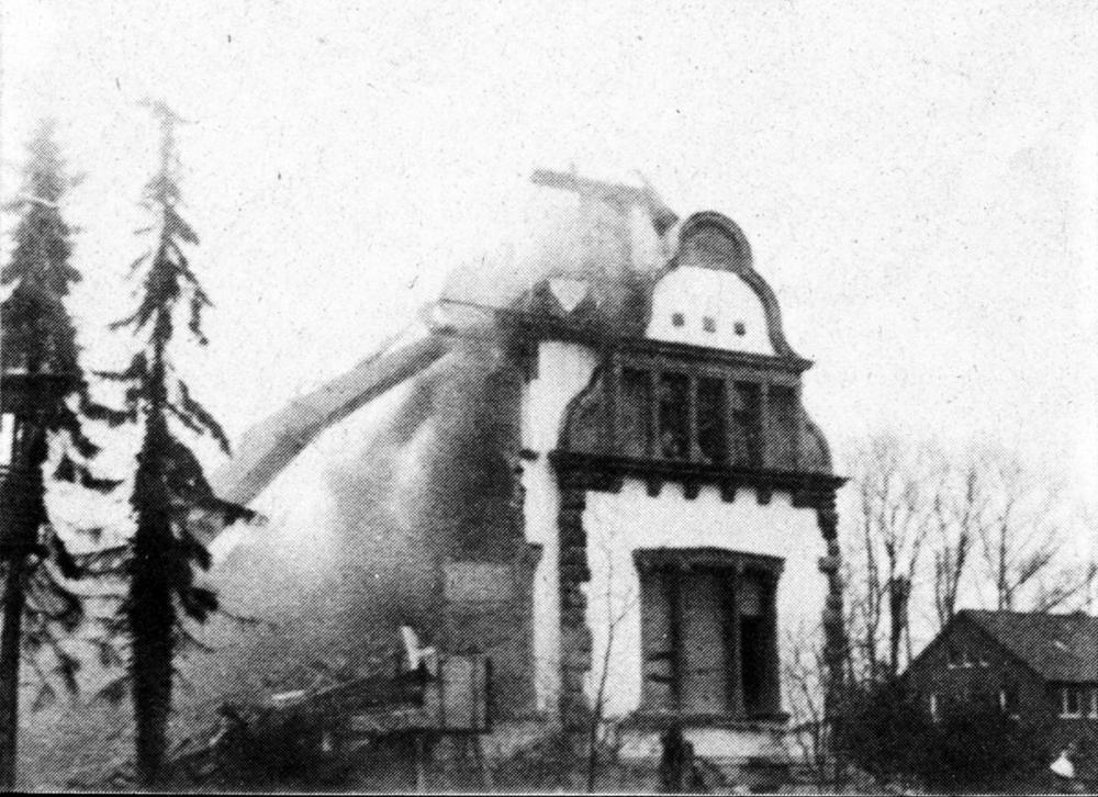 """Frühjahr 1980: Für die neue Kanalbrücke werden Häuser an der Marktallee abgebrochen, u.a. die alte Villa Dahlhoff (Restaurant """"Wildsau"""")"""