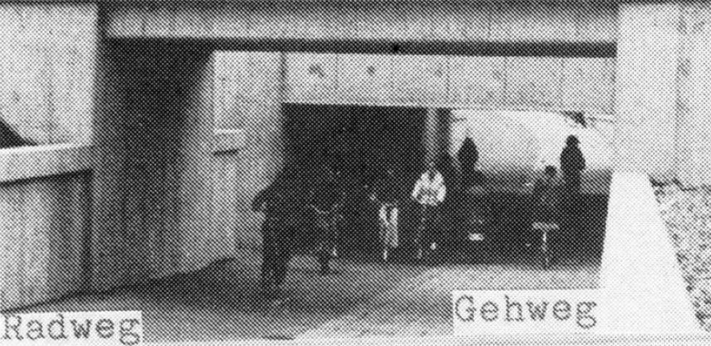 Der Radfahrer- und Fußgängertunnel am Bahnhof erwies sich als zu steil und zu eng (1982)