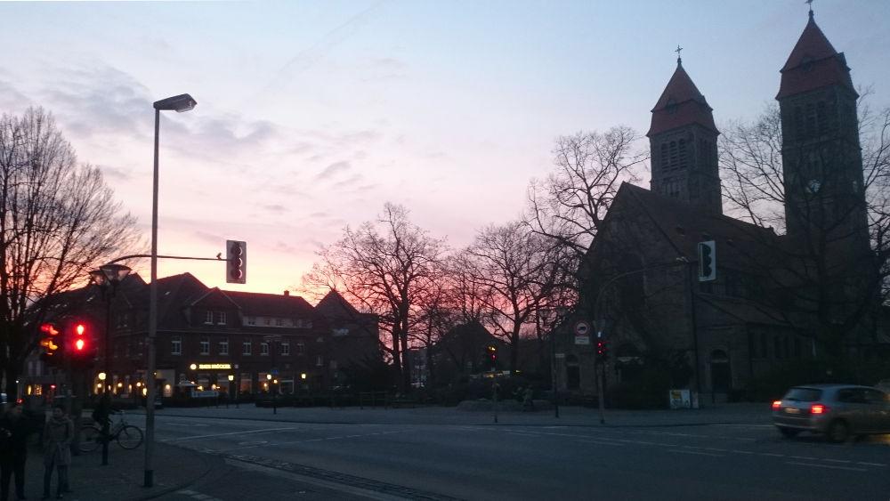 Sonnenuntergang im März: St. Clemens Hiltrup (6.3.2018; Foto: Klare)