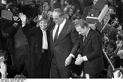 Die CDU hat die Bundestagswahl 1983 gewonnen: Hannelore und Helmut Kohl und Heiner Geißler