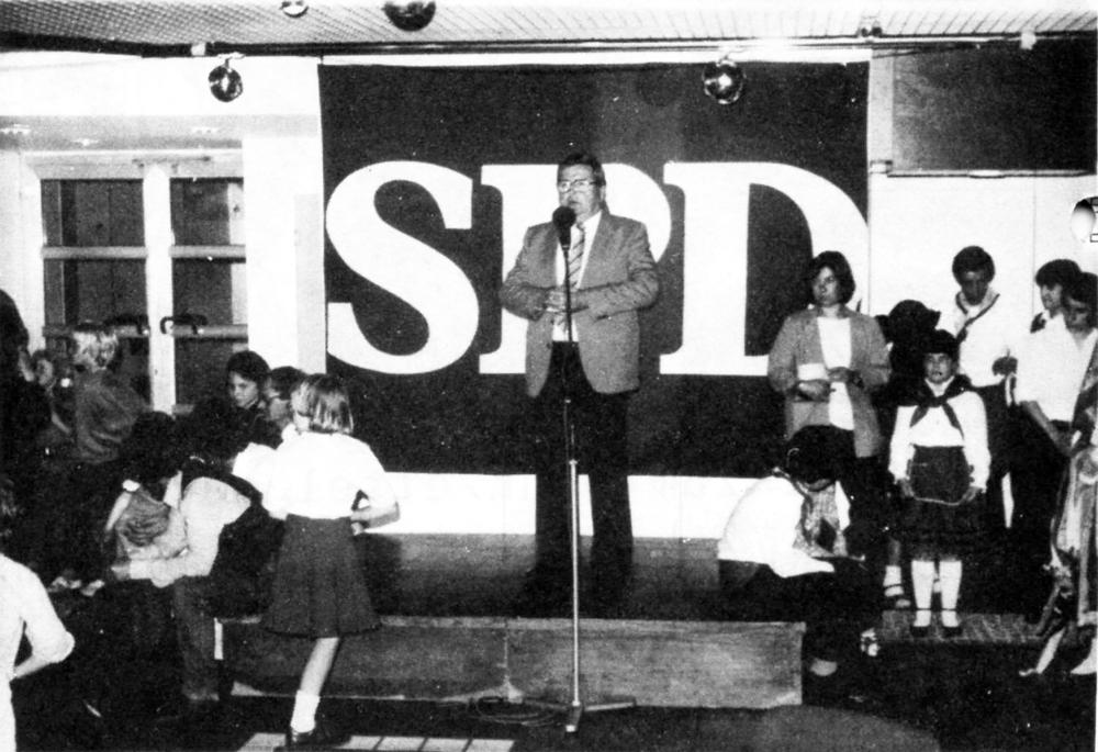 SPD-Oberbürgermeisterkandidat Heinz Lichtenfeld auf dem Europa-Fest der SPD Hiltrup (5.5.1984)