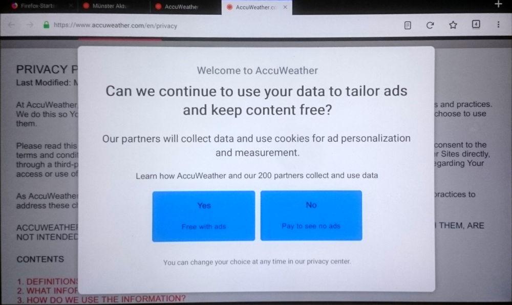 AccuWeather will den Nutzer auf Englisch nötigen, eine unbegrenzte Datenfreigabe zu erteilen (4.7.2018; Samsung-Tablet)