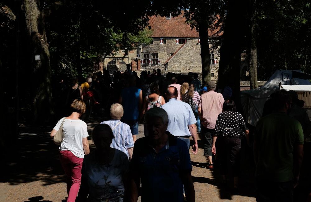 Burg Vischering als Besucher-Magnet (8.7.2018; Foto: Klare)