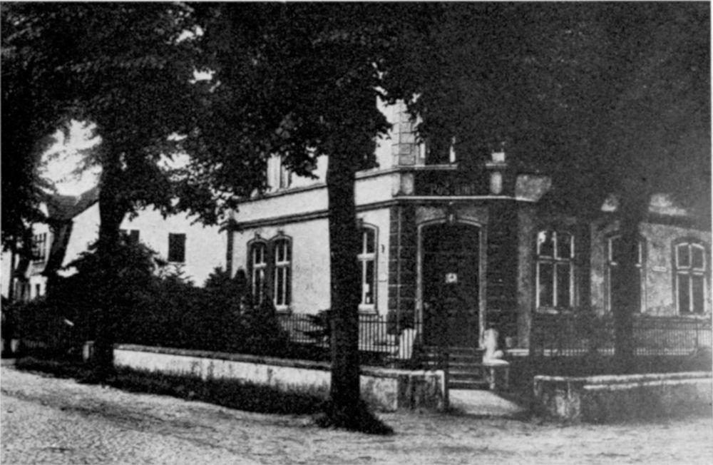Die Hiltruper Post, Ecke Bahnhofstraße/Klosterstraße (heute: Marktallee/Am Klosterwald) im Jahr 1904