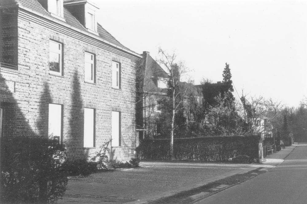 Um 1985: Am Klosterwald 3, dahinter Haus Nr. 7 (Foto: Klare)
