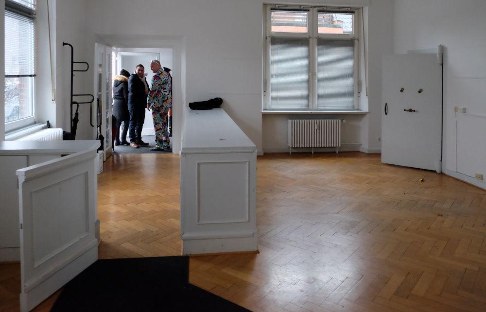 Am Klosterwald 3, Erdgeschoss-Kontor mit Geldschrank vor dem Abbruch (30.1.2016; Foto: Klare)