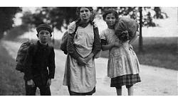 Hamsternde Kinder auf einer Landstraße bei Hiltrup, August 1918, © Leihgeber: Stadtarchiv Münster