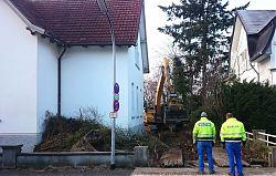Am Klosterwald 4 (links): Der Abriss beginnt (14.12.2018; Foto: Klare)