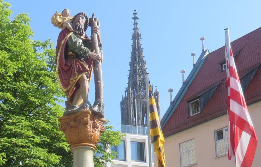 Christophorus weist den Weg zum Ulmer Münster (19.7.2018; Foto: Meyerbröker)