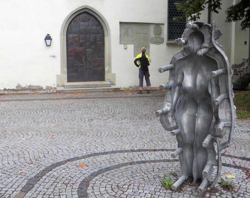 Figurenschale des SEELEN-MAL (21.7.2018; Foto: Meyerbröker)