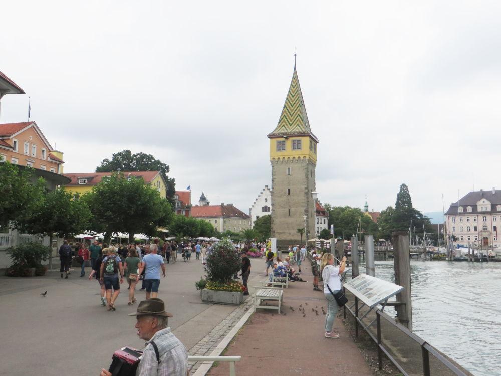 Lindau: Hafenpromenade mit Mangturm (22.7.2018; Foto: Meyerbröker)